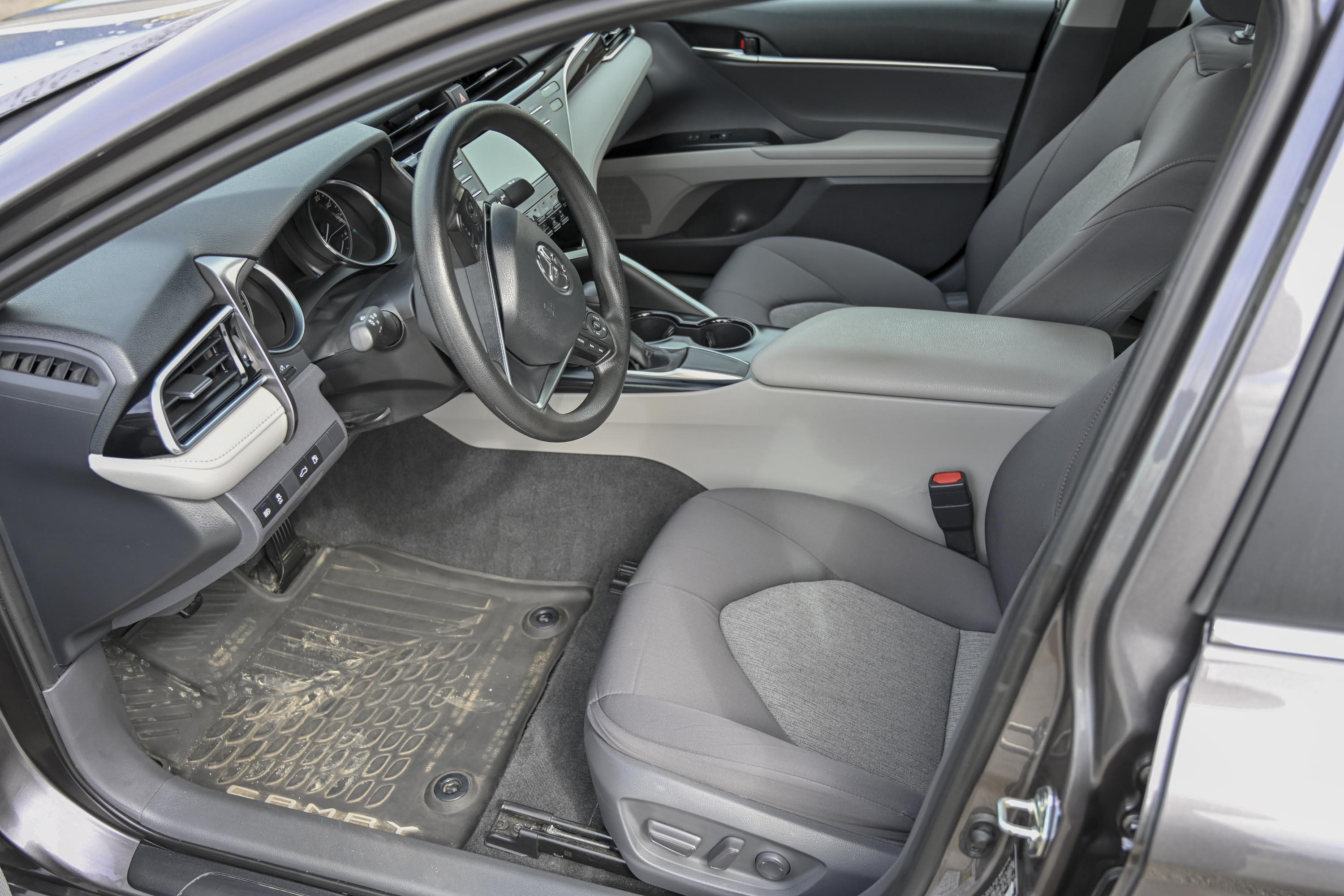 18 Toyota Camry Le 1