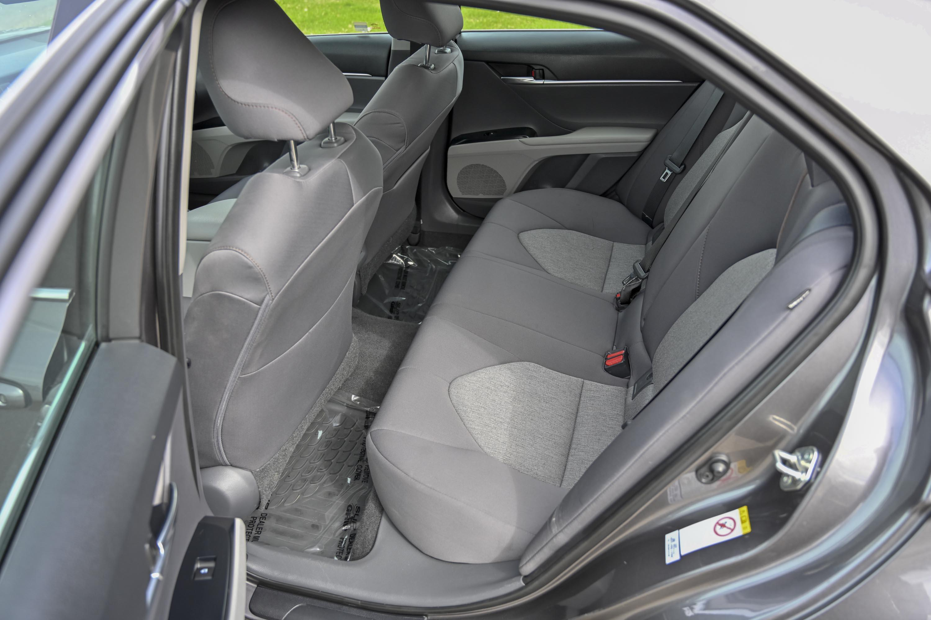 18 Toyota Camry Le 11
