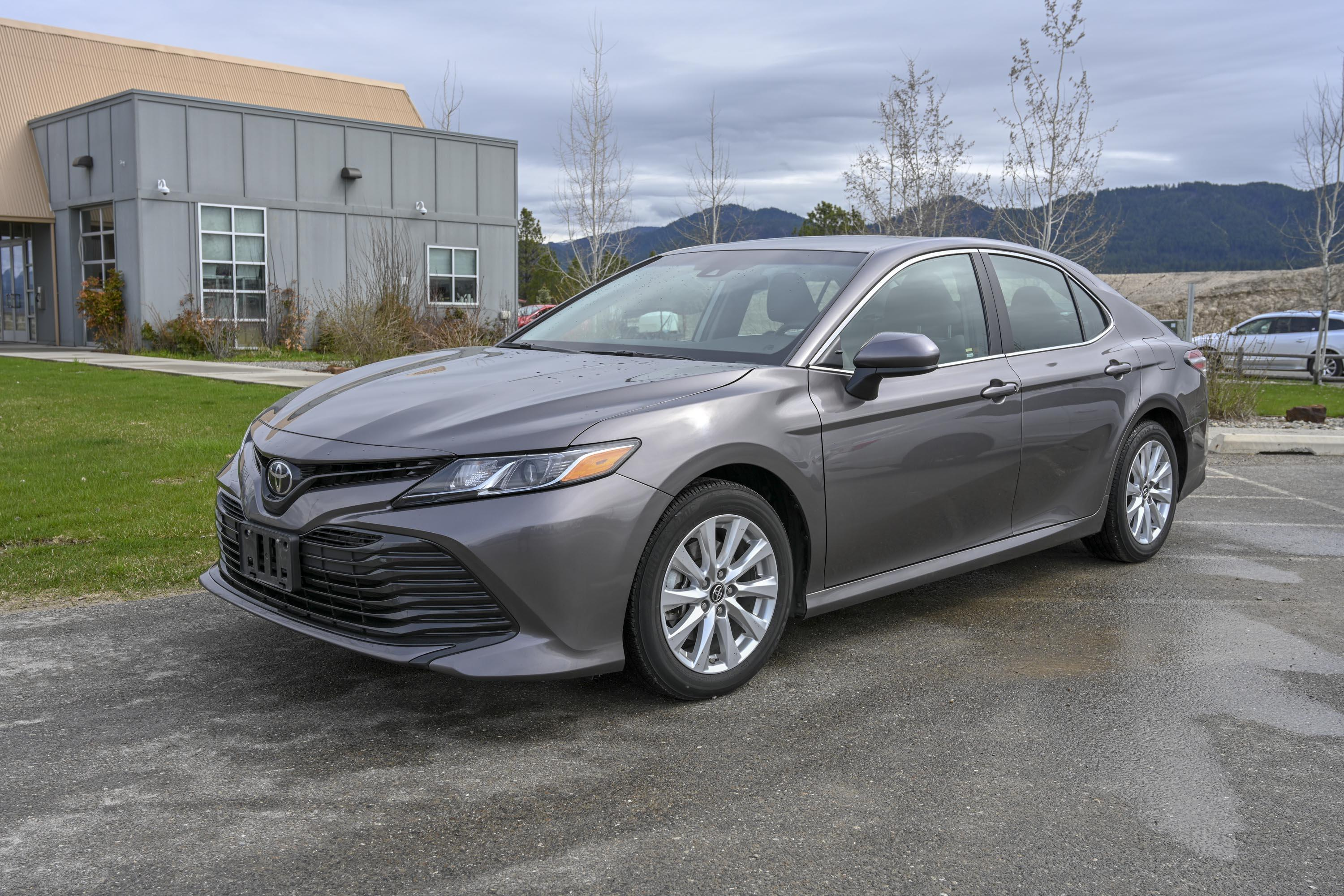 18 Toyota Camry Le 3
