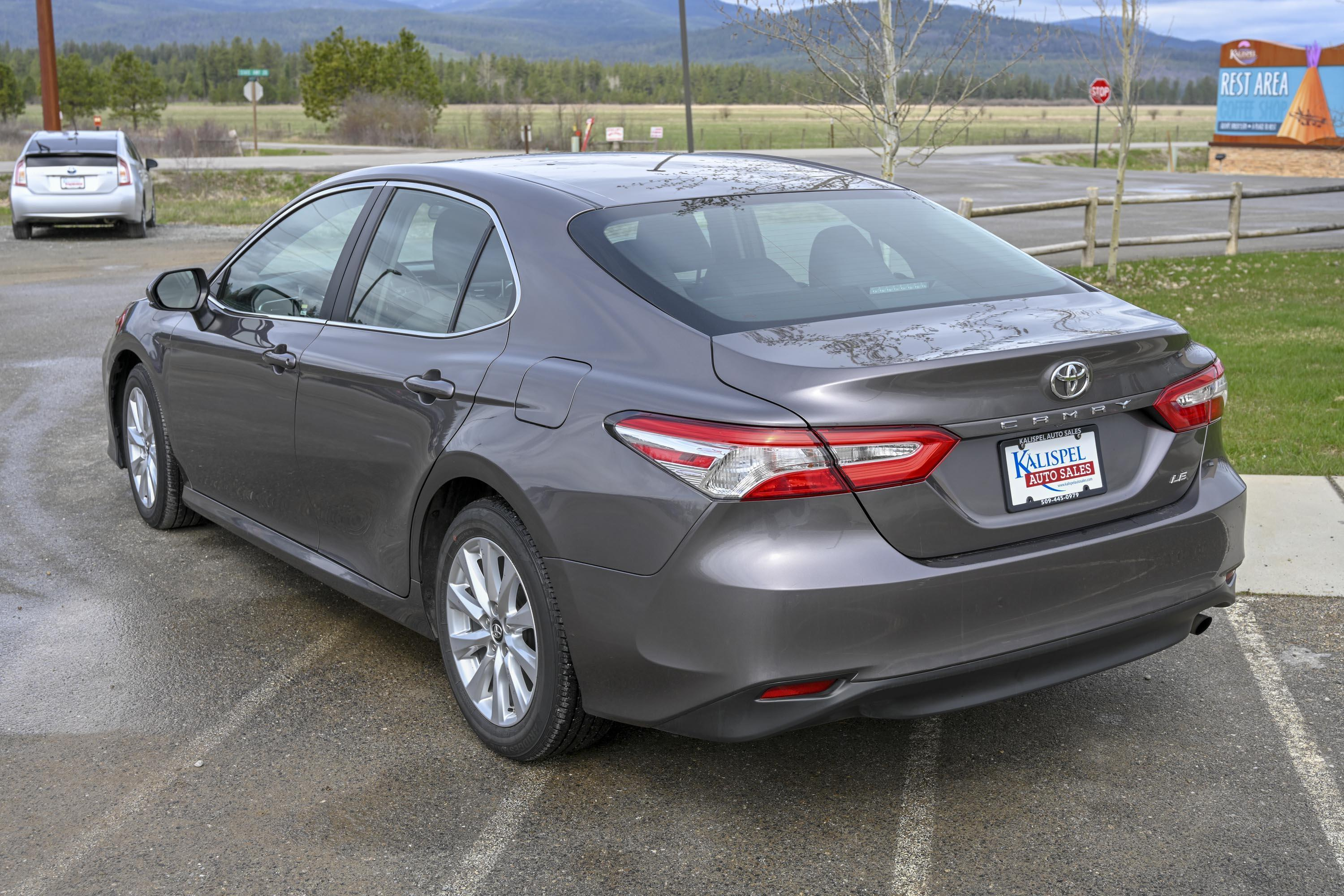 18 Toyota Camry Le 4