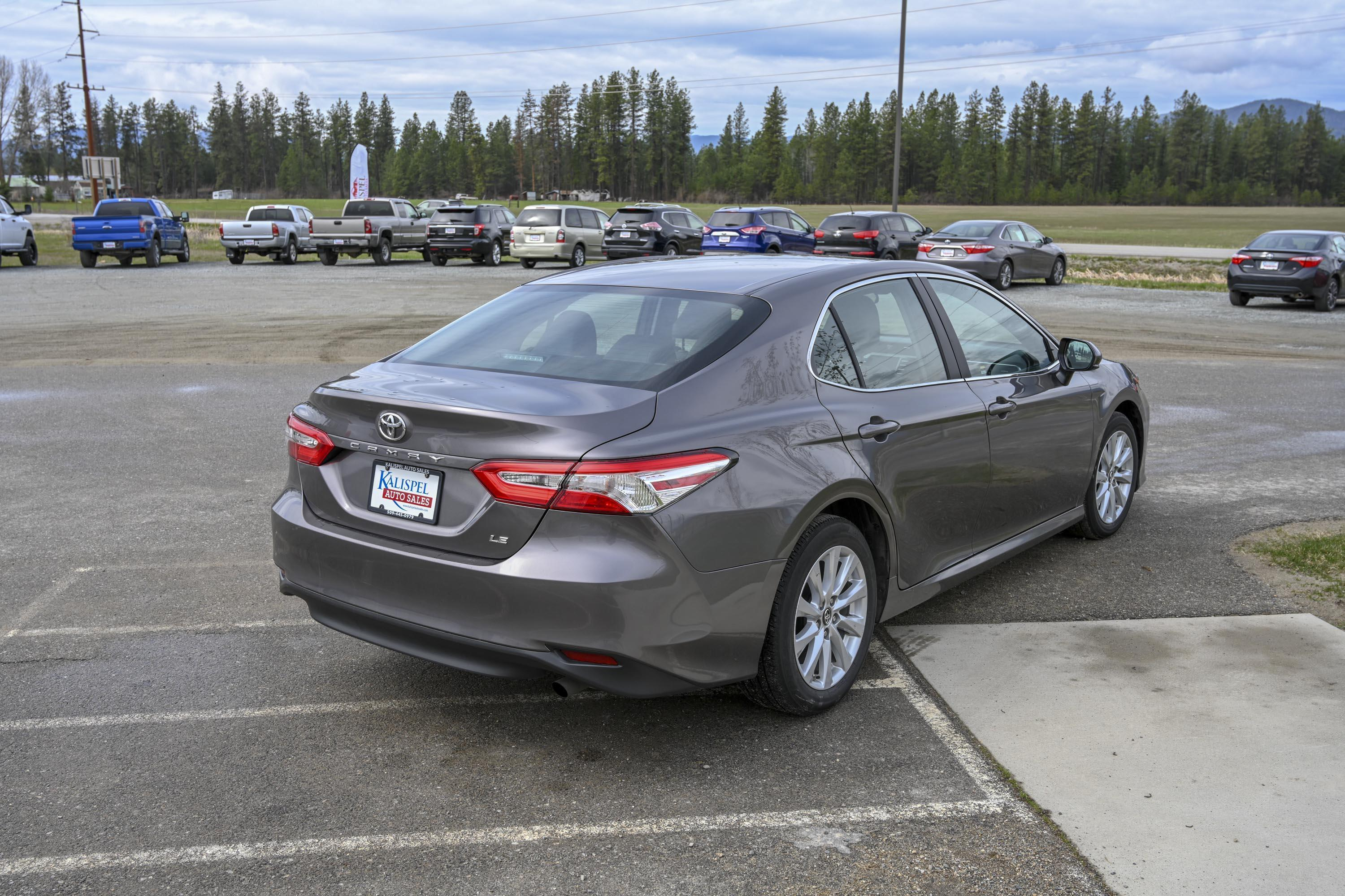 18 Toyota Camry Le 5