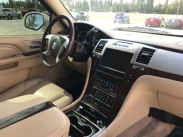 2011 Cadillac Escalade 1