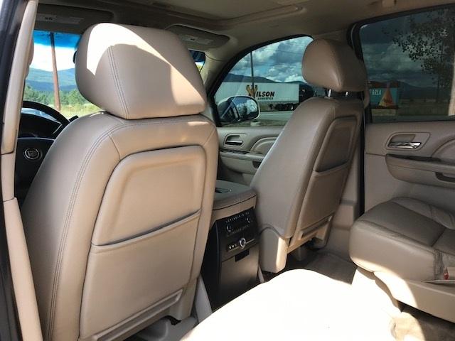 2011 Cadillac Escalade 11