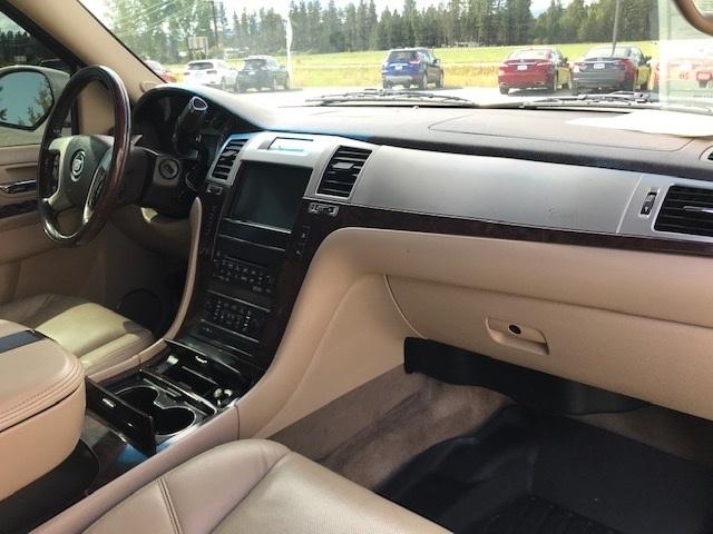 2011 Cadillac Escalade 16