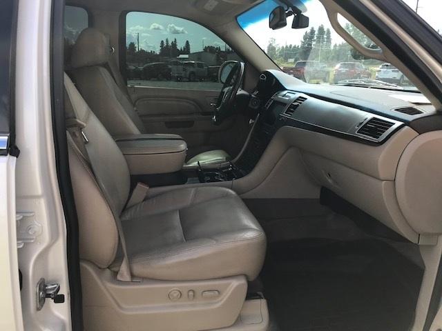 2011 Cadillac Escalade 2