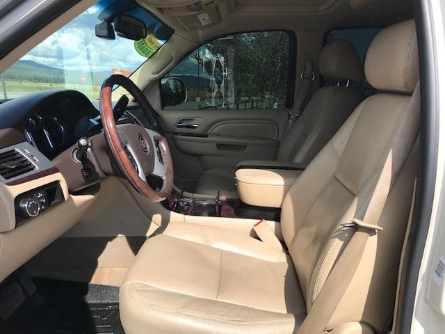 2011 Cadillac Escalade 9