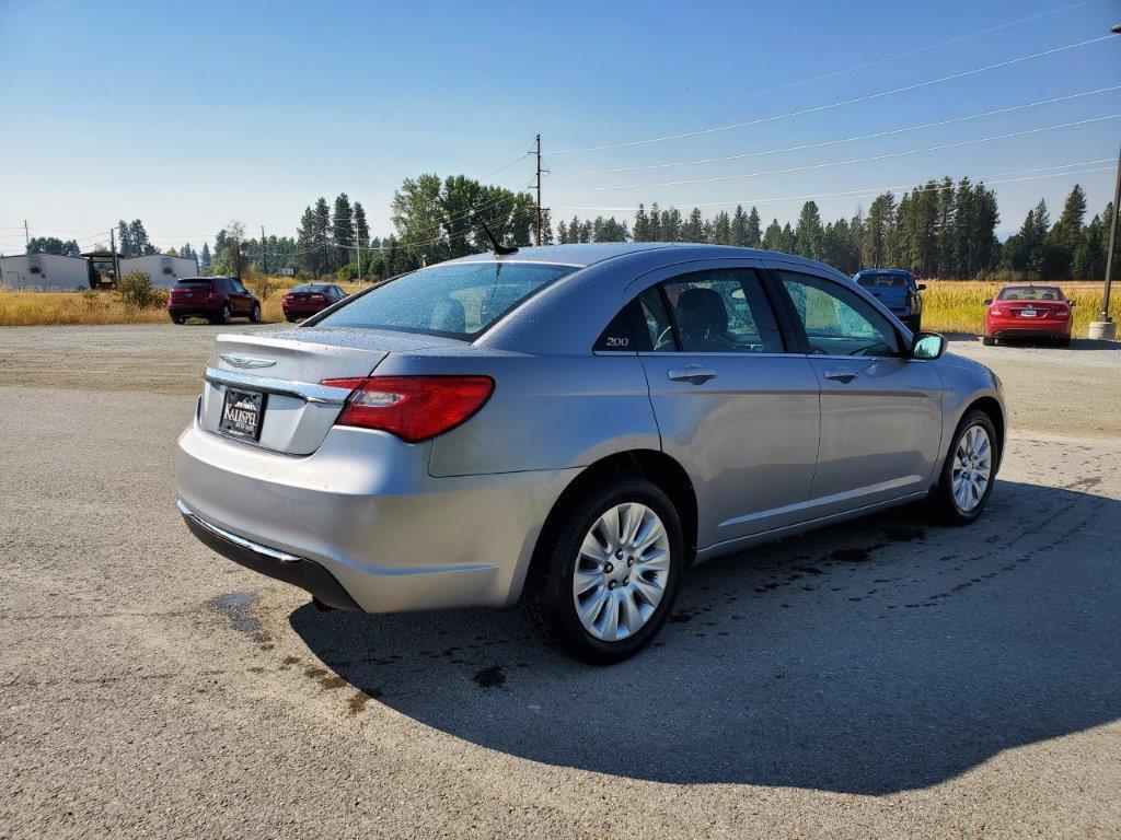 2014 Chrysler 200 4