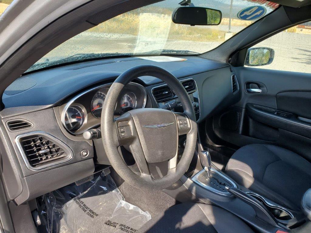 2014 Chrysler 200 6